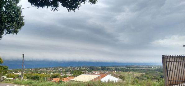Shelf cloud em Nova Esperança PR