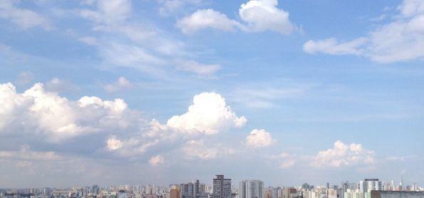 São Paulo tem sol com muitas nuvens