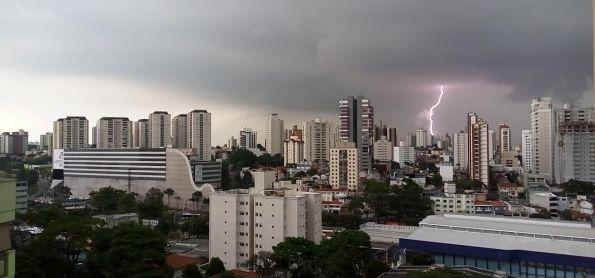 Chuva forte e raios em Santo André - SP