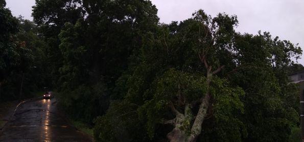 Ventos fortes acima de 80 km e chuvas intensas