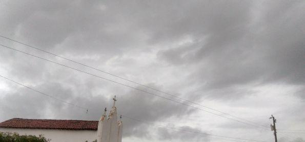 Manhã de chuva aqui na região de Quixelô