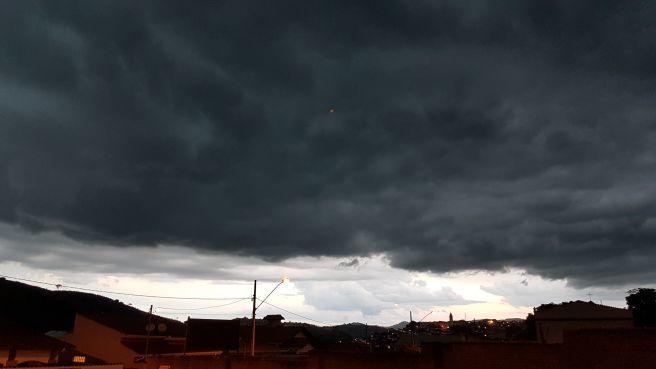 Resultado de imagem para imagens de nuvens carregadas