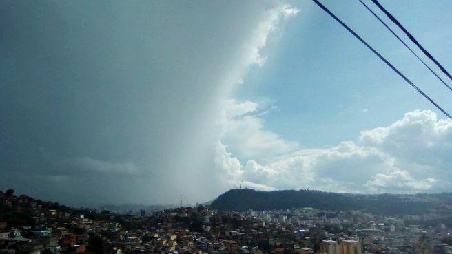 Chuva em metade da cidade