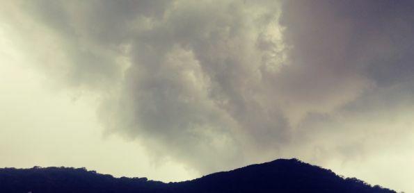 Começando a chover np São Sebastião Petrópolis