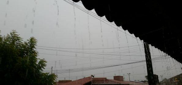 Manhã de chuva forte e volumosa em Natal-RN