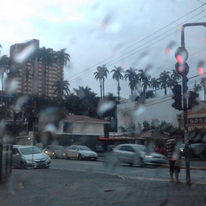 Manhã de chuva e frio em joinville SC