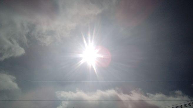 Manha de sol entre nuvens e frio em curitiba