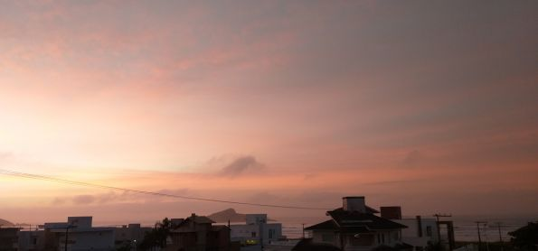 Entre rosa e dourado o lindo céu da Zimba