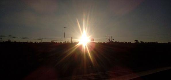 Fim de tarde com por do sol em curitiba nessa segunda feira
