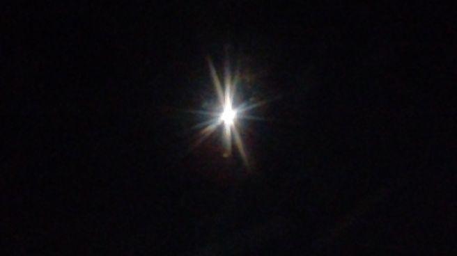 Lua brillhando o ceu de cutitiba nessa noite