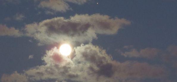 Lua de Júpiter no céu de São Thomé das Letras