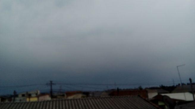 Nuvens carregada nesse Domingo na cidade indudtrial de curitiba