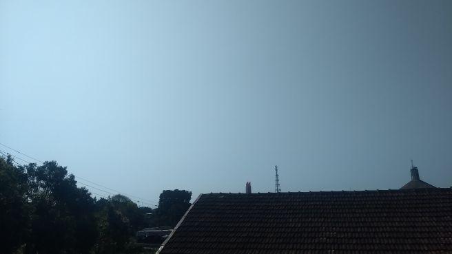 Domingo com sol, calor e fumaça densa em Erechim (RS)