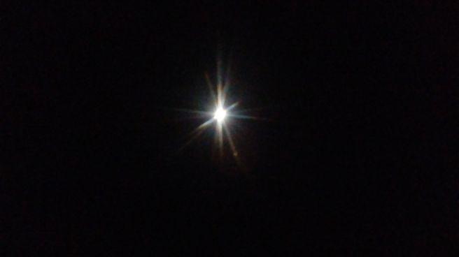 Noite de ceu limpo na cidade industrial de curitiba