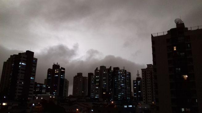 A tarde virou noite em São Paulo!