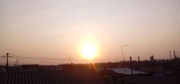 Por do sol nesse fim de tarde de segunda feira na cidade industrial ,curitiba. #fotografootempo