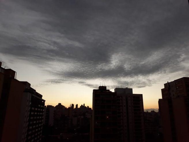 Pôr-do-sol pitoresco na Paulicéia Desvairada