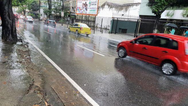 Manhã de quarta feira com muita chuva.