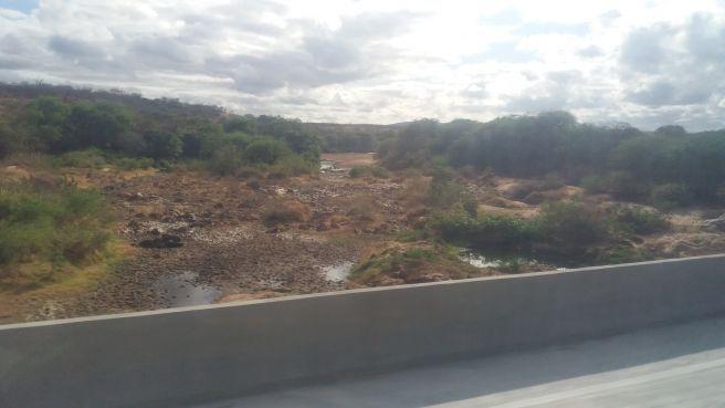 O RIO DAS CONTAS SECOU EM SUSSUARANA DISTRITO DE TANHAÇU - BA