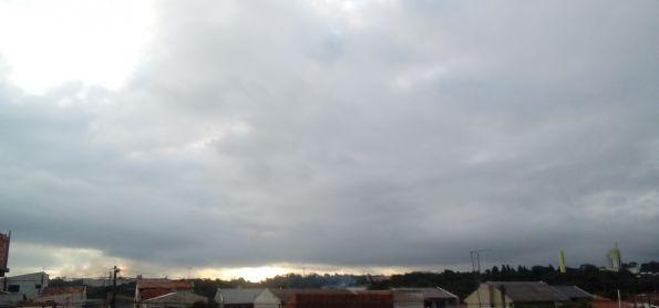 Fim de tarde de sabado com temperatura baixa ainda em curitiba #fotografootempo