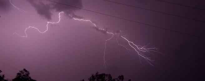 Chuva com muitos raios sempre presente na região de Ivinhema.