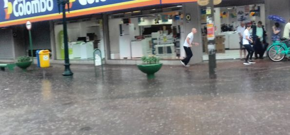 Chuva deixou itajsi alagada