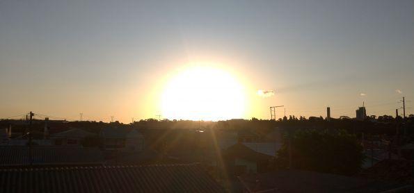 O por do sol em curitiba neste final de tarde