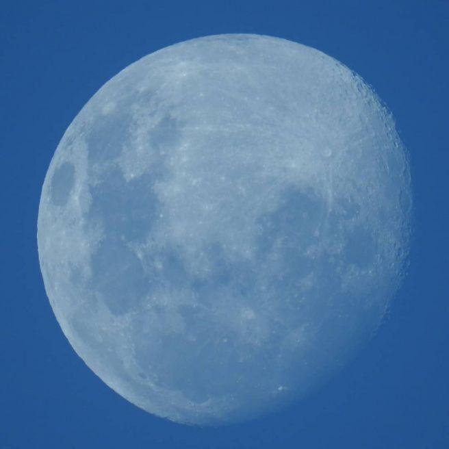 Nascer da Lua, numa tarde de outono.