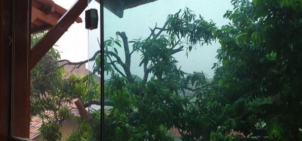 Pancada de chuva agora.