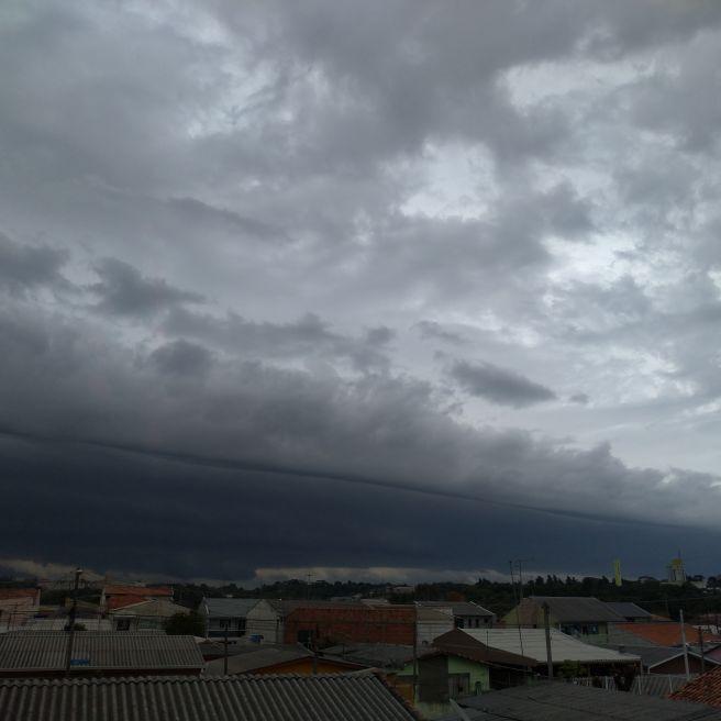Manhã em Curitiba  parana nuvem bem carregada