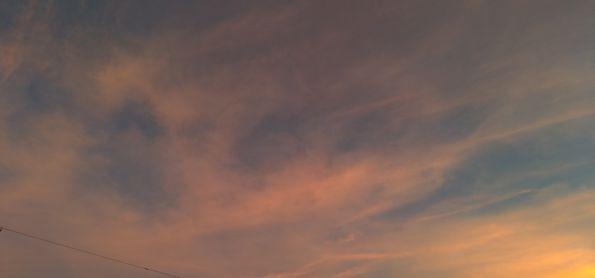 Céu colorido no céu de Curitiba neste fim de tarde de sabado