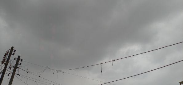 Chuvinha chegando em Curitiba Paraná nesta tarde de segunda feira,01/06/2020