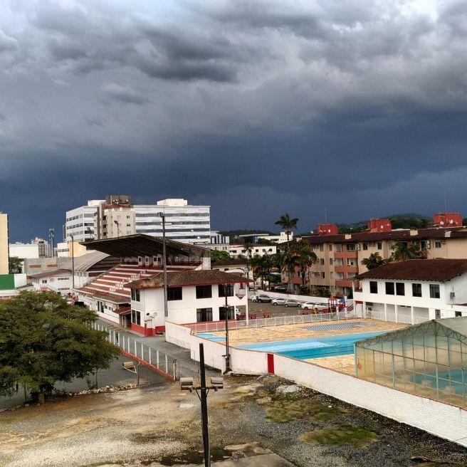 Tempestade aproximando de Joinville SC