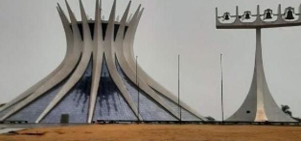 Chuva dá boas-vindas à primavera em Brasília