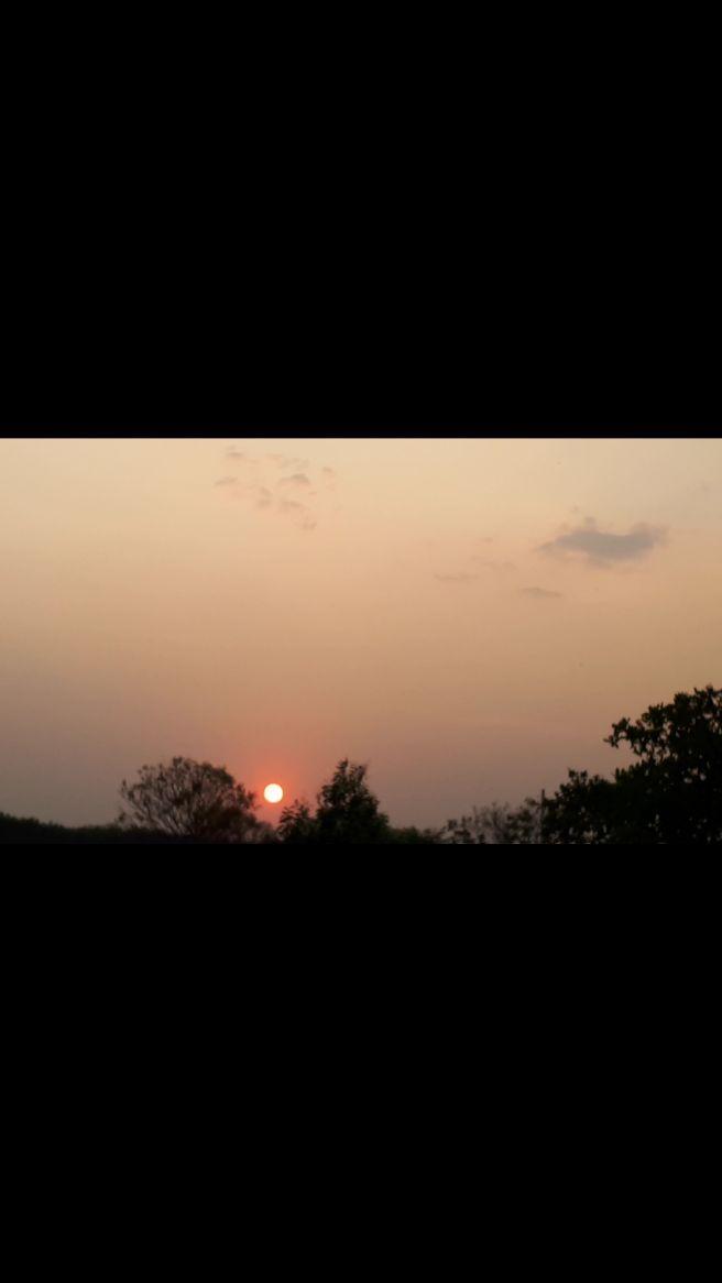 Pôr-do-sol com fumaça em Monte Carmelo MG