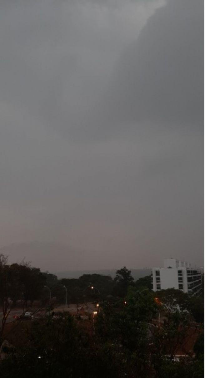 Dia vira noite em Brasília