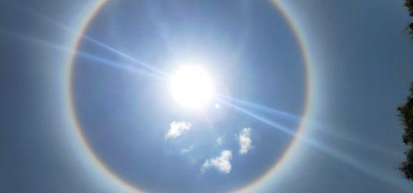 Sol com um Círculo, lindo de se ver.
