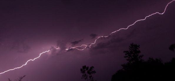 Chuva e raios em Ivinhema - MS.