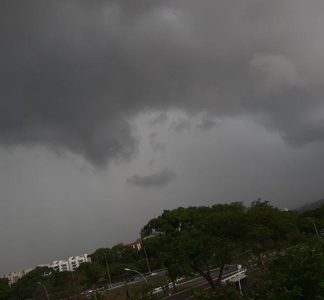 Tempestade avança sobre Brasília
