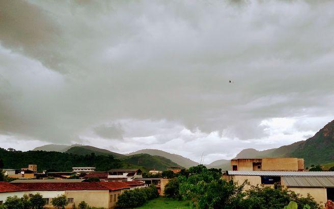 Pancadas de chuva em Vargem Alegre (Região do Vale do Rio Doce, Leste de MG)