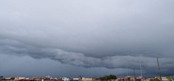 Chuva segue constante na região de Ivinhema - MS.