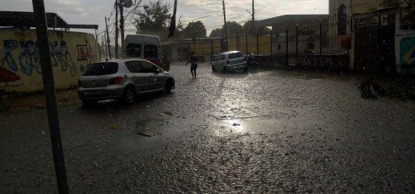 Chuva forte de verão na zona oeste
