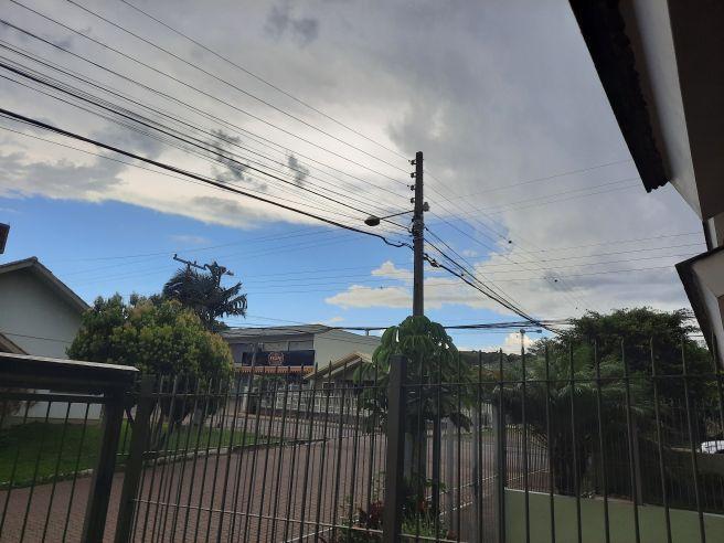 Muitas nuvens