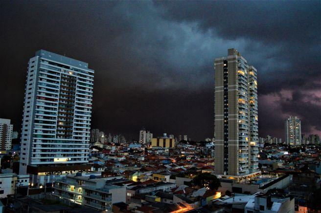 Temporal se aproximando em São Paulo