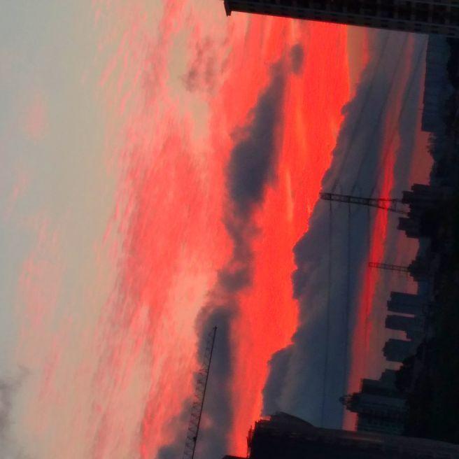 Céu vermelho de outono